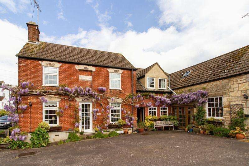 5 Bedrooms Detached House for sale in Foresters, 31 Chapel Street, Cam, Dursley GL11 5NX