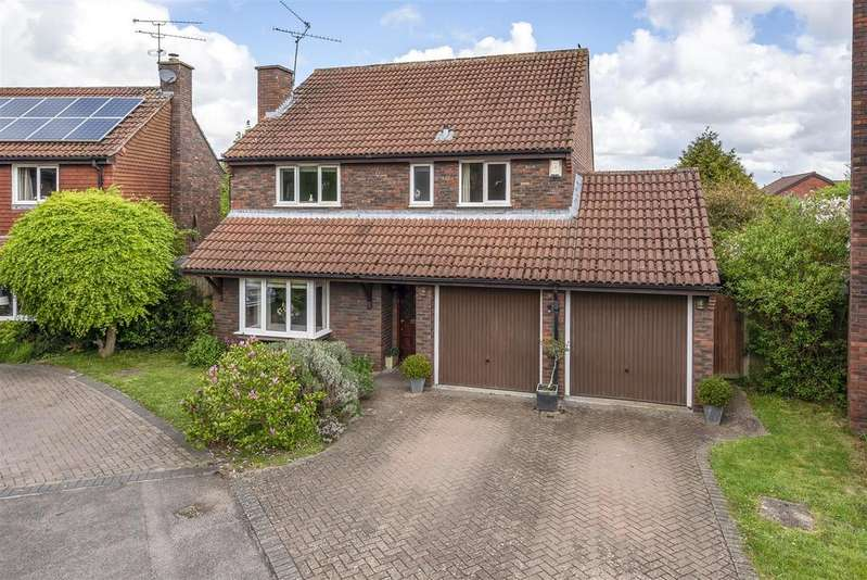 4 Bedrooms Detached House for sale in Foxglove Close, Wokingham, Berkshire, RG41 3NF