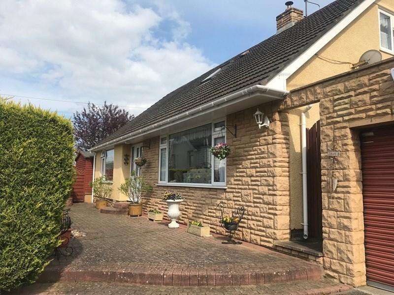 4 Bedrooms Bungalow for sale in Kiln Road, Llanfoist, Abergavenny