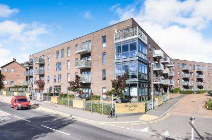 1 Bedroom Retirement Property for sale in 53 Squirrels Heath Lane, Romford