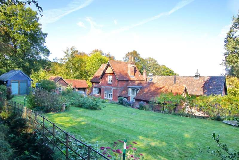 5 Bedrooms Detached House for sale in Emery Down, Lyndhurst, Hampshire