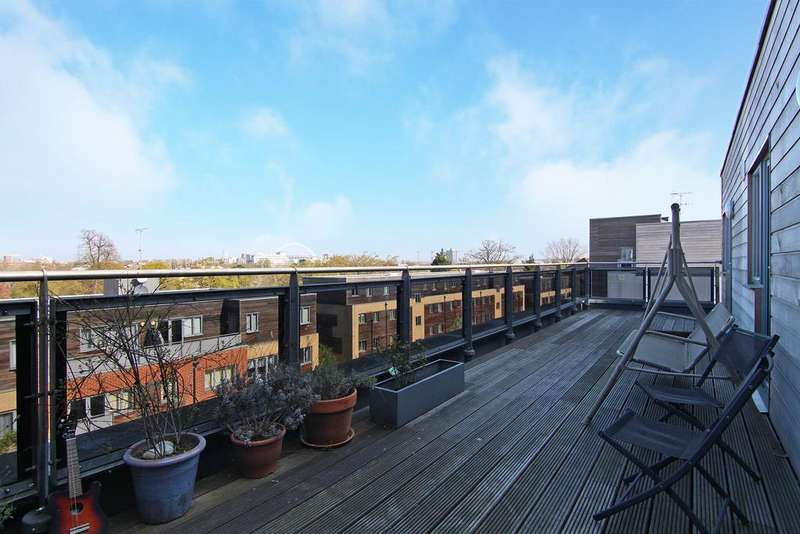 3 Bedrooms Flat for sale in Azure House, Agate Close, Ealing, NW10
