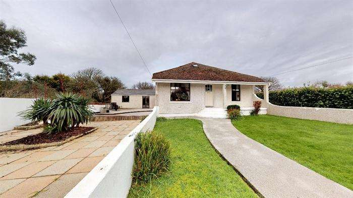 5 Bedrooms Detached Bungalow for sale in Goldsithney, Penzance, Cornwall