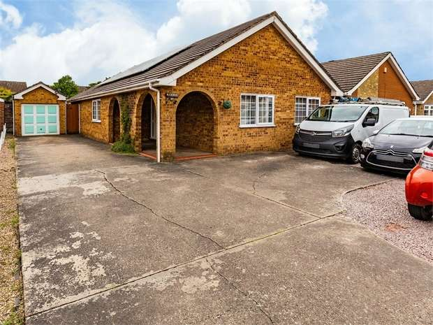 4 Bedrooms Detached Bungalow for sale in Woodthorpe Avenue, Boston, Lincolnshire