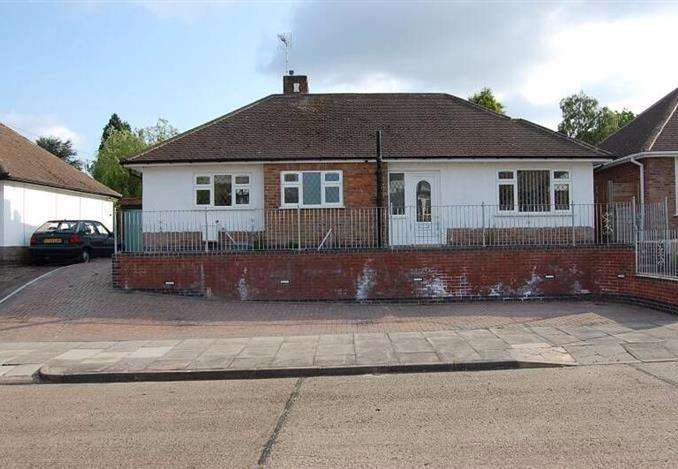 3 Bedrooms Detached House for sale in Summerlea Road, Leicester, Leicestershire, LE5