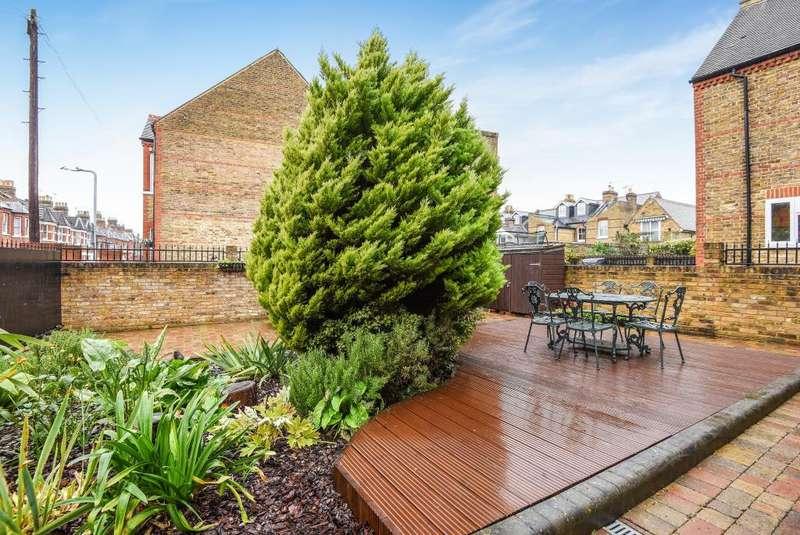 5 Bedrooms Detached House for sale in Windsor, Berkshire, SL4