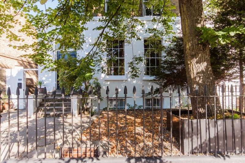 3 Bedrooms Flat for sale in Queensbridge Road, Hackney, E8