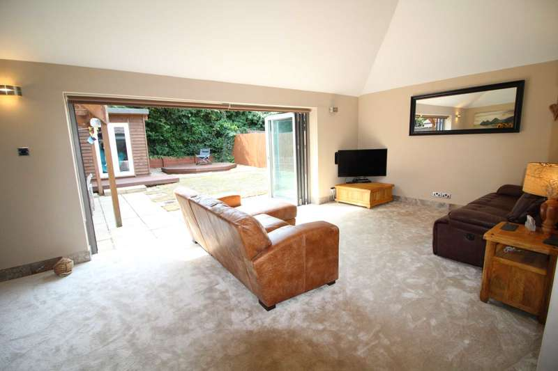 3 Bedrooms Detached House for sale in Park Crescent, Reading