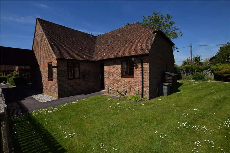 2 Bedrooms Bungalow for sale in Highfield Court, Burghfield Common, RG7