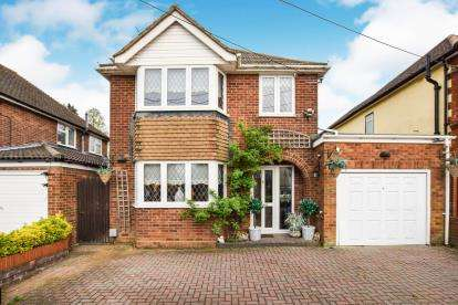 3 Bedrooms Detached House for sale in Elaine Gardens, Woodside, Luton, Bedfordshire