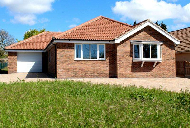 3 Bedrooms Detached Bungalow for sale in St. Johns Road, Clacton-On-Sea