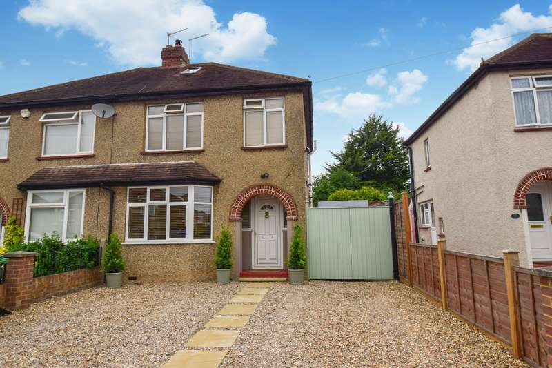 3 Bedrooms Semi Detached House for sale in Greenfern Avenue, Near Burnham, Slough, SL1