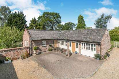 3 Bedrooms Bungalow for sale in Court Farm, Ledsham Village, CH66