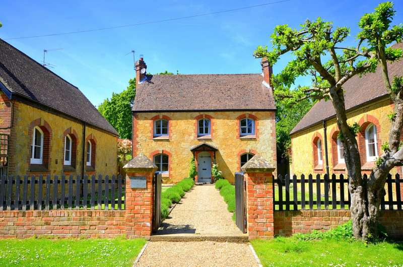 4 Bedrooms Detached House for sale in The Old School House, Walliswood, RH5