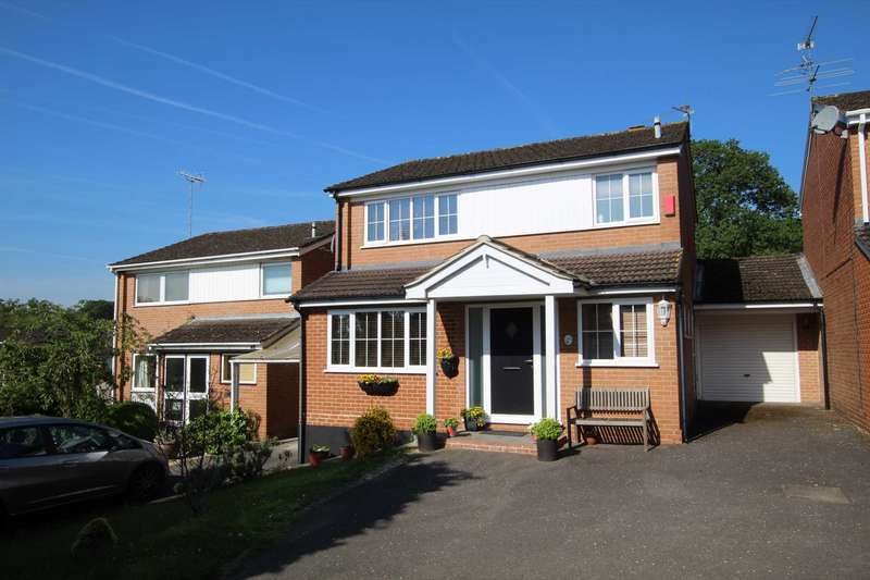 3 Bedrooms Detached House for sale in Queensway, Caversham Park Village, Reading