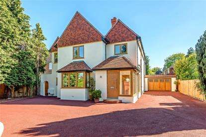5 Bedrooms Detached House for sale in Croydon Road, Keston