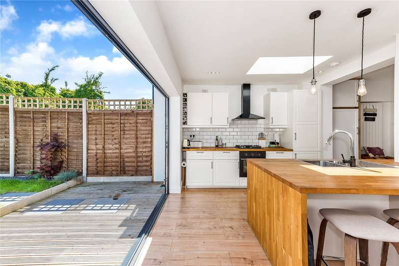 4 Bedrooms Terraced House for sale in Blakenham Road, London, SW17