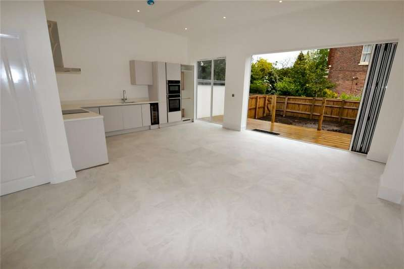 4 Bedrooms House for sale in Wardle Road, Sale, Cheshire, M33