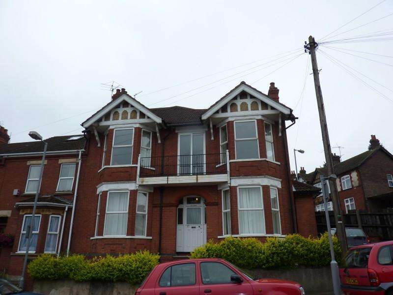 5 Bedrooms End Of Terrace House for rent in Russell Rise, Luton, Bedfordshire, LU1