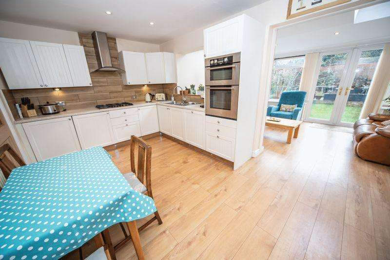 5 Bedrooms Semi Detached House for sale in Simpson Street, Hapton
