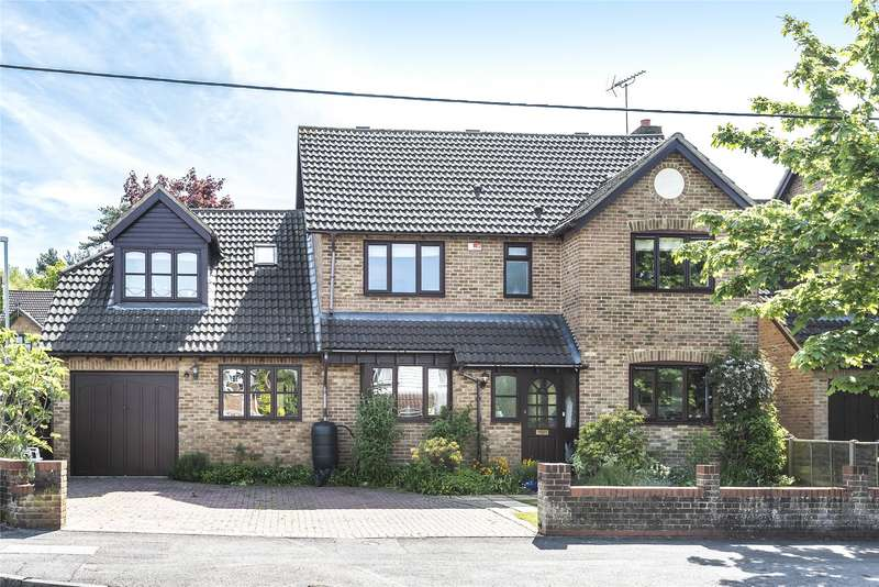 5 Bedrooms Detached House for sale in College Road, College Town, Sandhurst, Berkshire, GU47