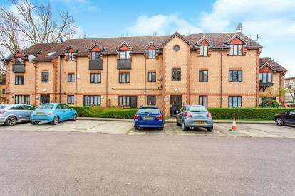 2 Bedrooms Flat for sale in Wigeon Court, 49 Swan Drive, London