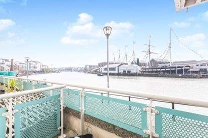 2 Bedrooms Flat for sale in Capricorn Place, Hotwell Road, Bristol, Somerset