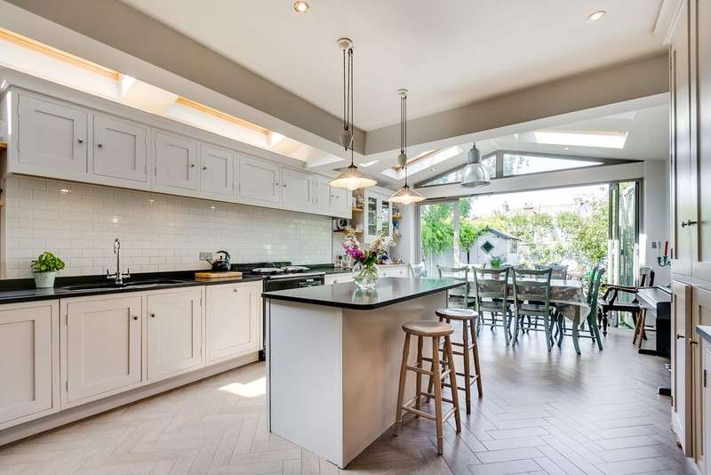 5 Bedrooms Terraced House for sale in Wandle Road, London SW17