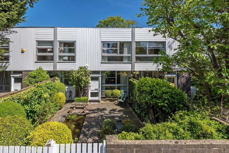 3 Bedrooms Terraced House for sale in Brooklands Park London SE3