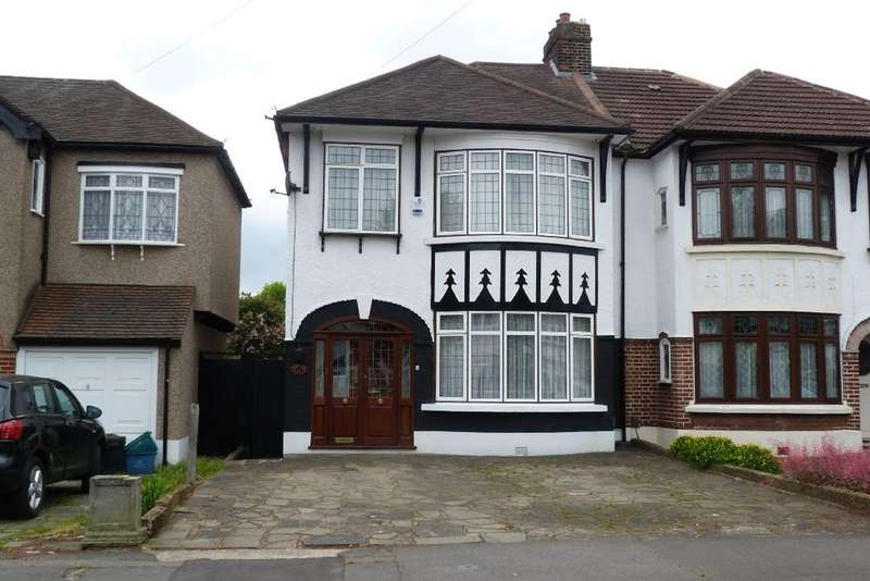 3 Bedrooms Semi Detached House for sale in Abbotswood Gardens, Clayhall, Essex IG5