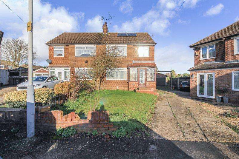 3 Bedrooms Semi Detached House for sale in The Croft, Luton