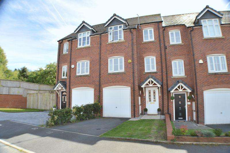 4 Bedrooms Terraced House for sale in The Green, Hyde
