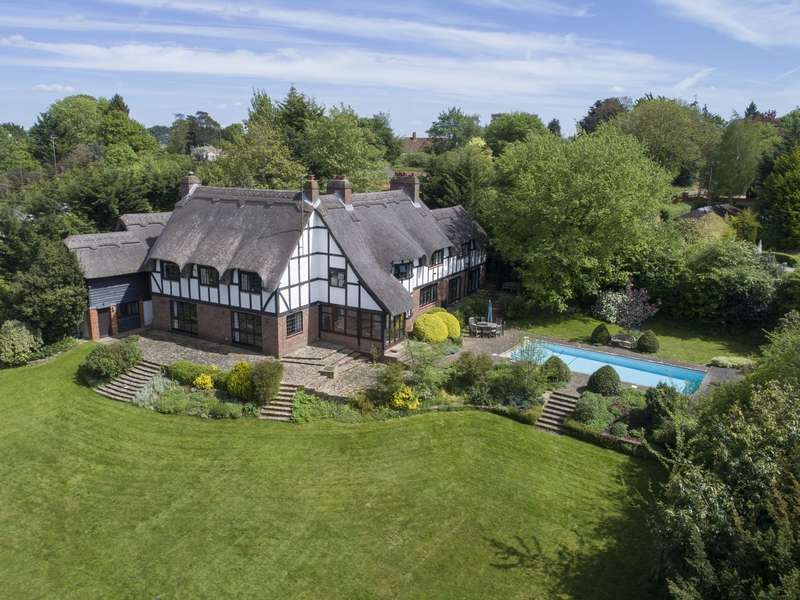 6 Bedrooms Detached House for sale in Alleyns Lane, Cookham Dean