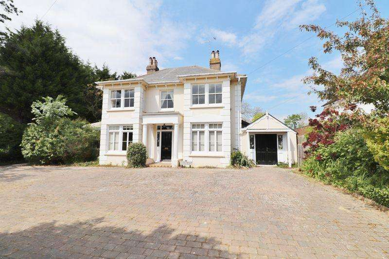 4 Bedrooms Detached House for sale in Park Road, Burgess Hill, West Sussex