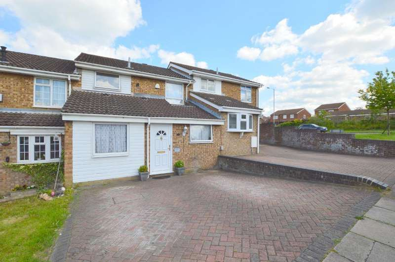4 Bedrooms Terraced House for sale in Buckingham Drive, Stopsley, Luton, Bedfordshire, LU2 9RA