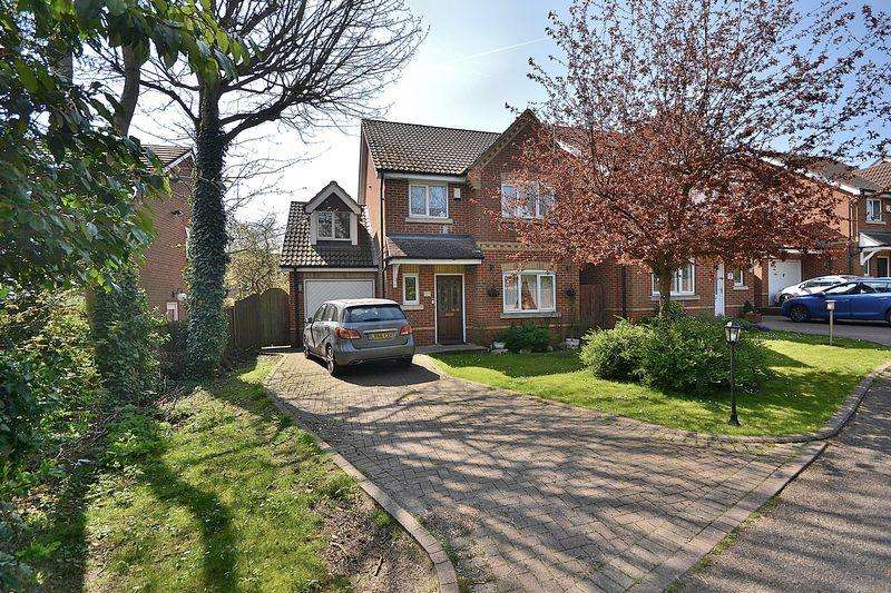 4 Bedrooms Detached House for sale in FOUR bedrooms, EN SUITE to master, ground floor CLOAKROOM...