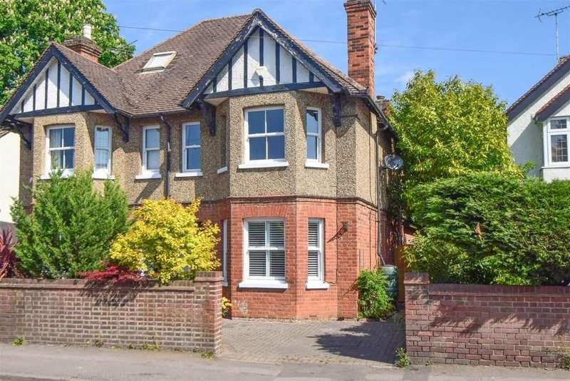 3 Bedrooms Semi Detached House for sale in Gore Road, Burnham, SL1