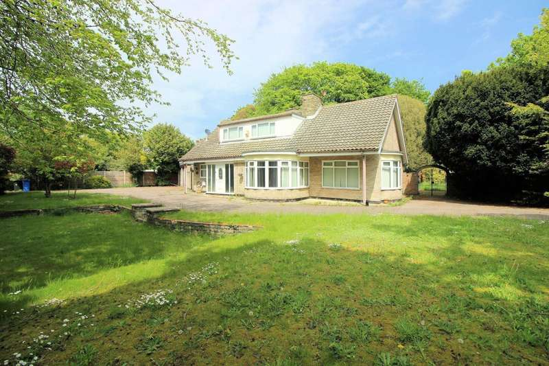 4 Bedrooms House for sale in Corton Road, Lowestoft, NR32