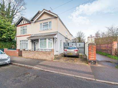 3 Bedrooms Semi Detached House for sale in Queens Walk, Fletton, Peterborough, Cambridgeshire