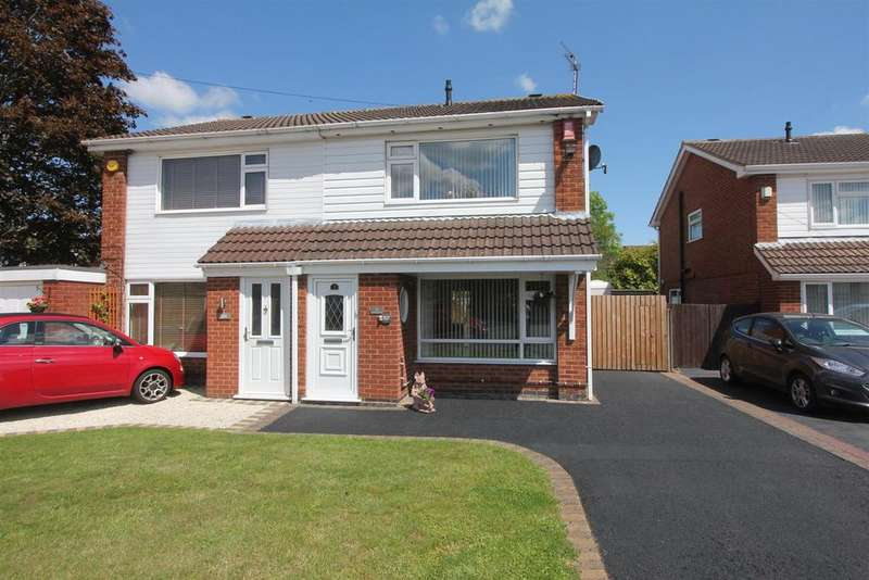 3 Bedrooms Semi Detached House for sale in Lochmore Way, Hinckley