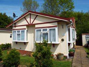 2 Bedrooms Detached House for sale in St. Peters Avenue, Berrys Green Road, Berrys Green, Kent
