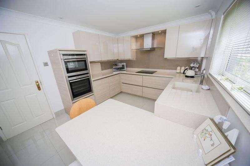 3 Bedrooms Bungalow for sale in Ward Avenue, Oswaldtwistle