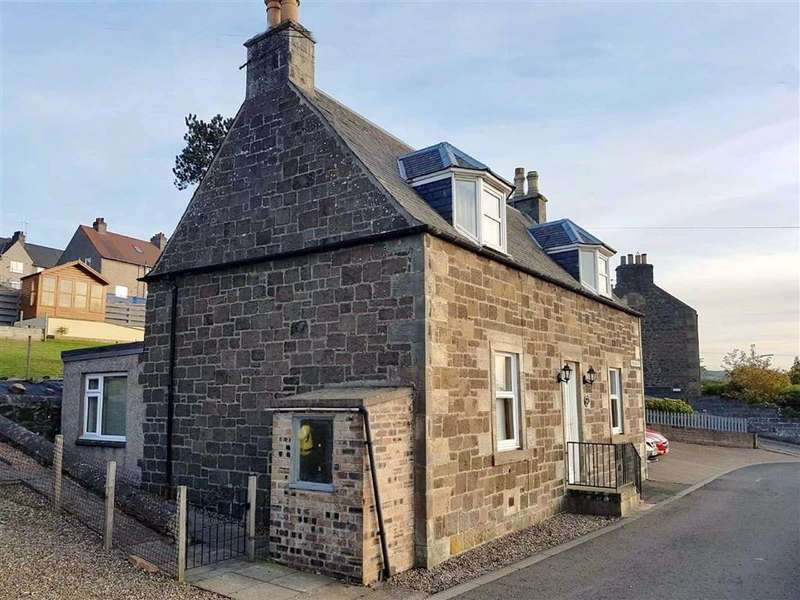 3 Bedrooms Detached House for sale in Banklands Farm House, Woodriffe, Newburgh, Fife, KY14