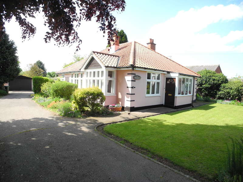 3 Bedrooms Detached Bungalow for sale in Yarmouth Road, Ellingham, Bungay
