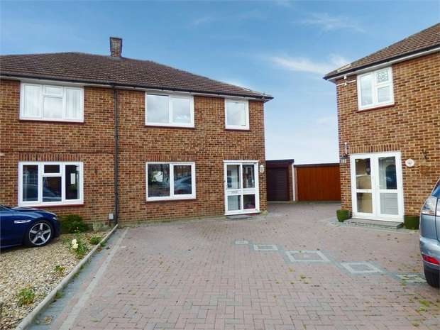 3 Bedrooms Semi Detached House for sale in Ruxley Close, Sidcup, Kent