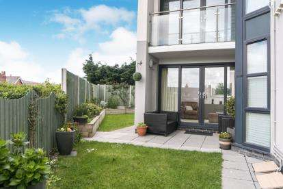 2 Bedrooms Flat for sale in Deganwy Castle Apartments, Station Road, Deganwy, Conwy, LL31