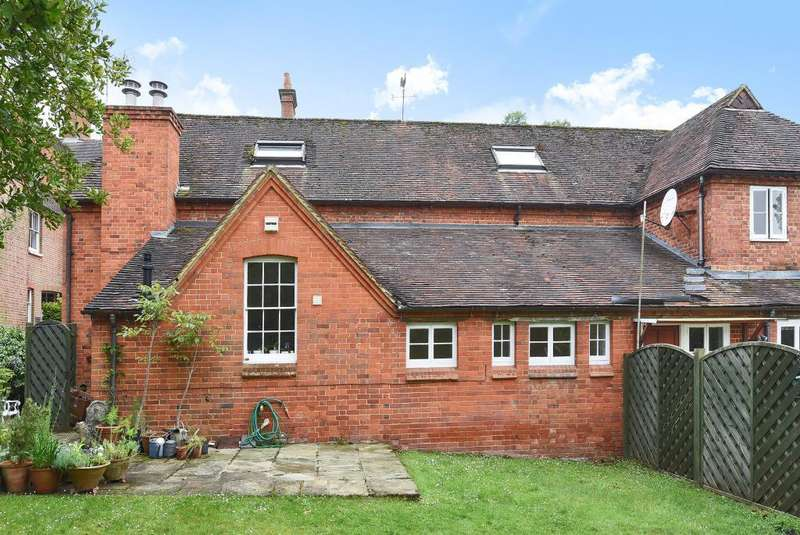 2 Bedrooms Cottage House for rent in Murrell Hill Lane, Binfield, RG42