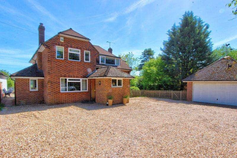 4 Bedrooms Detached House for sale in Rownhams Lane, Rownhams, Hampshire