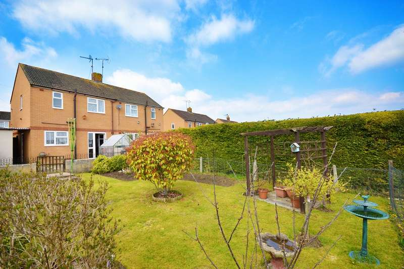 2 Bedrooms Terraced House for sale in Dudley Close, Keynsham, BS31