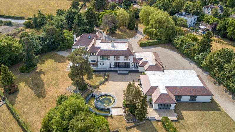 5 Bedrooms Detached House for sale in Epping Road, Roydon, Essex, CM19